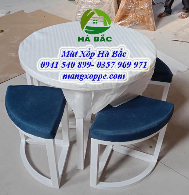 Mút xốp bọc bàn gỗ